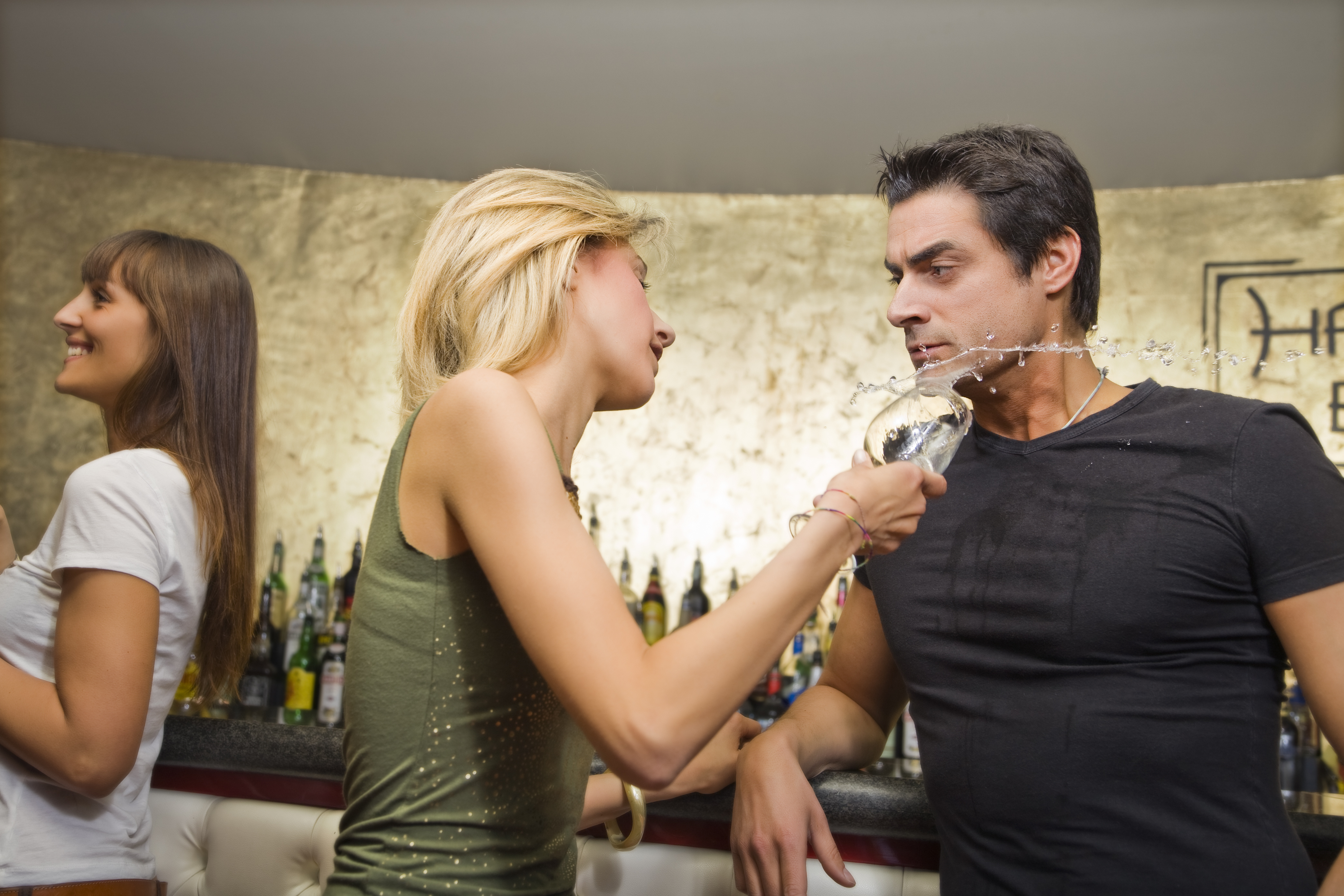 10 Dating Red Flags For Women You Need To Avoid